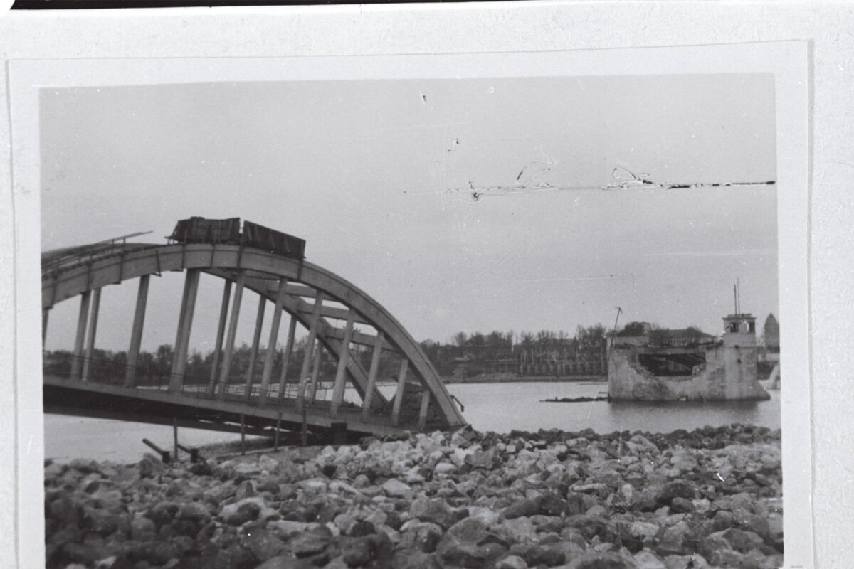 Pärnu suur sild, selle lasid õhku Saksa väed 1944