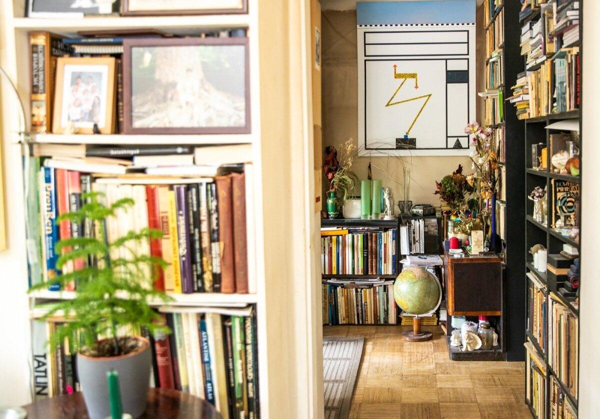 Oma loomingus eelistab Mare minimalistiks jääda. Aga kodus on oluline ka praktiline pool ning kuhugi peavad mahtuma raamatud, teosed ja muud hingelähedased esemed.