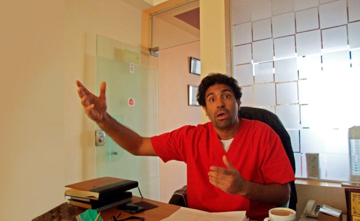 """ÕUDSeD LOOD: """"Kuule, see arve tuli nii jube, ma võtan siit 500 dollarit maha,"""" teeb dr Adil ise ettepaneku."""