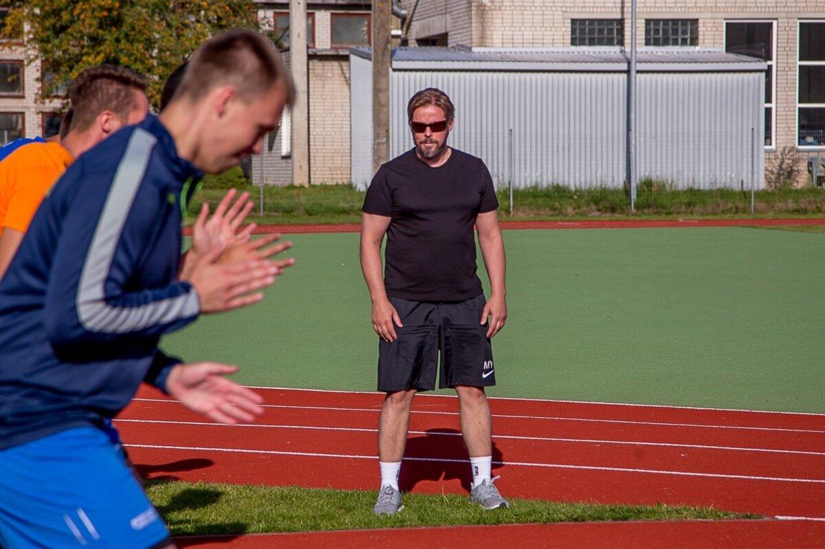 Marko Yrjövuori jagas Pärnu võrkpalluritele väärt nõuandeid.