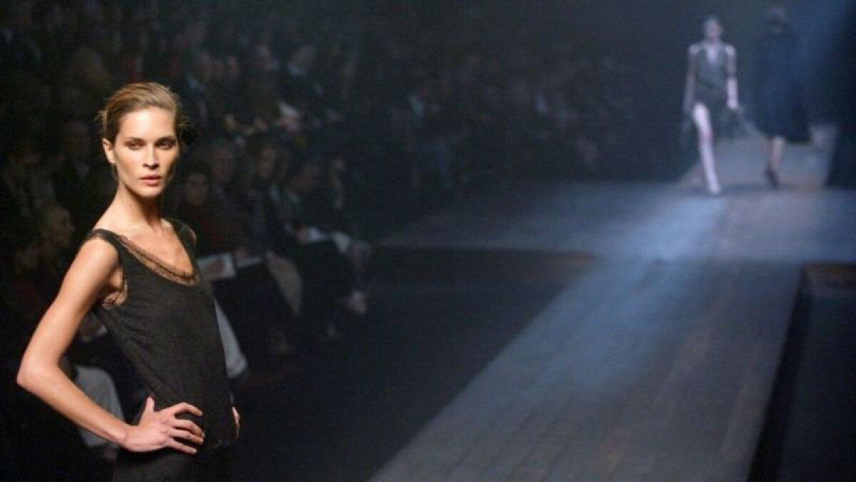 Показ во время парижской недели моды весной 2004 года. Еще одна коллекция Эльбаза для Lanvin