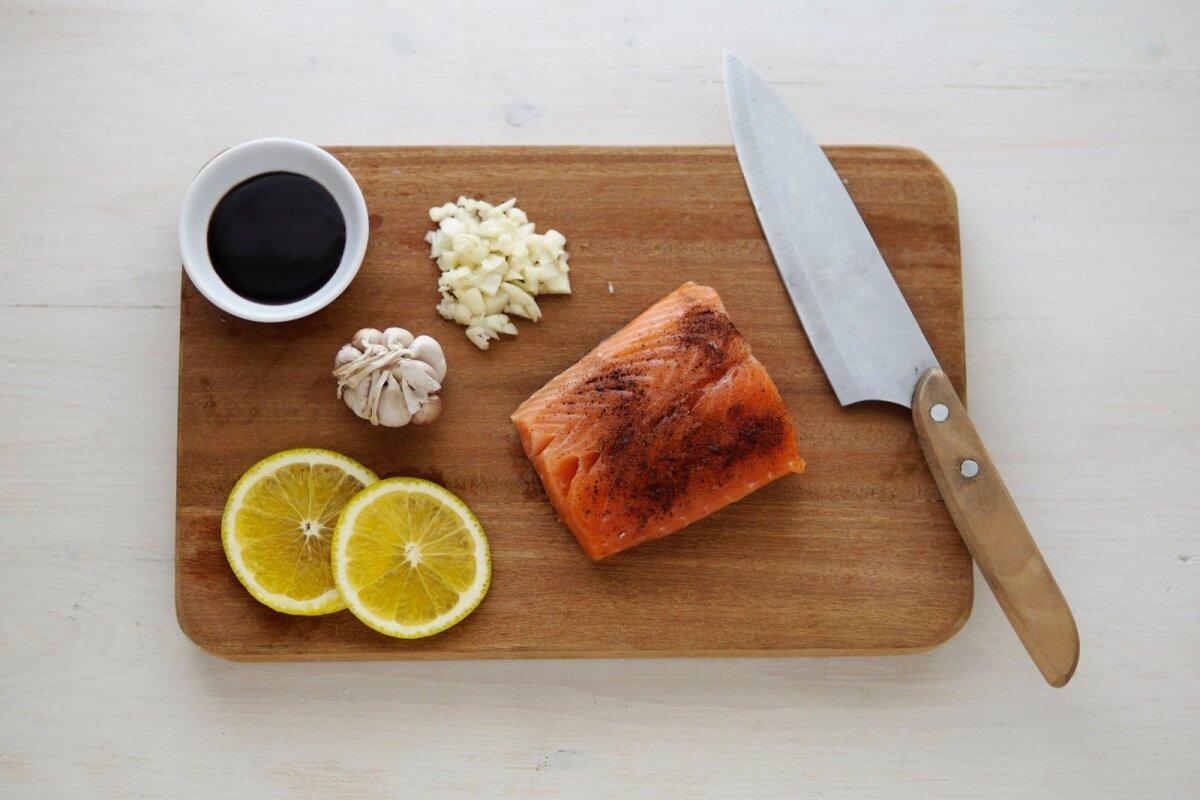 Lõikelaudu peaks vahetama kord pooles aastas ja erinevatele toiduainetele peaksid ka koduköögis olema erievad lõikelauad.