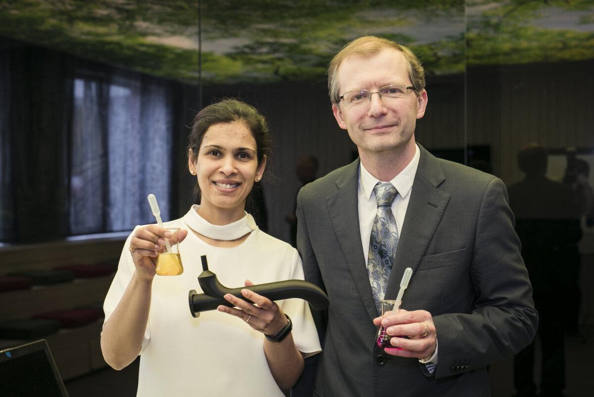 Filtri ja tehnoloogia autorid dr. Protima Rauwel (vasakul) ning prof Erwan Rauwel