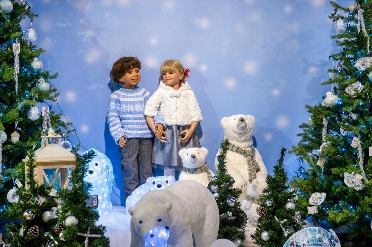 Lumekuninganna kuningriigis pakutakse külmades toonides jõulukaunistusi.