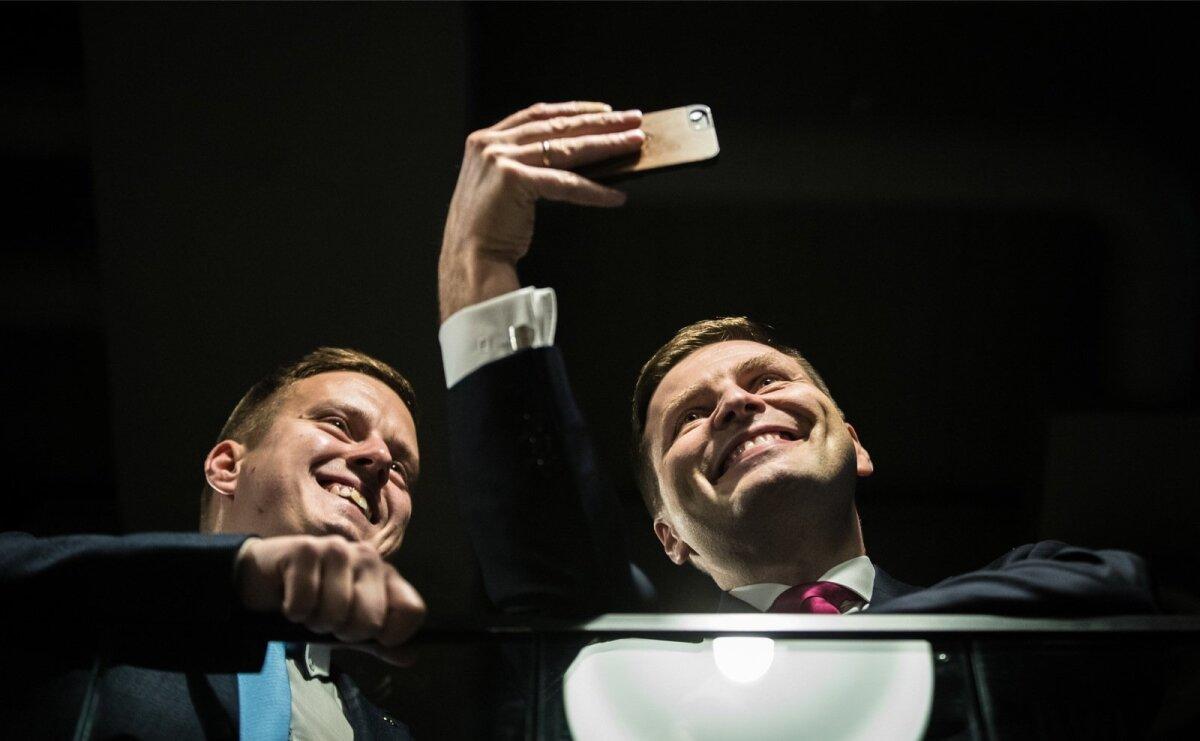 Kohe peale e-hääletuse tulemuste selgumist tõmbas Hanno Pevkur Skype kaudu traati Tartu Reformierakonna staabiga.