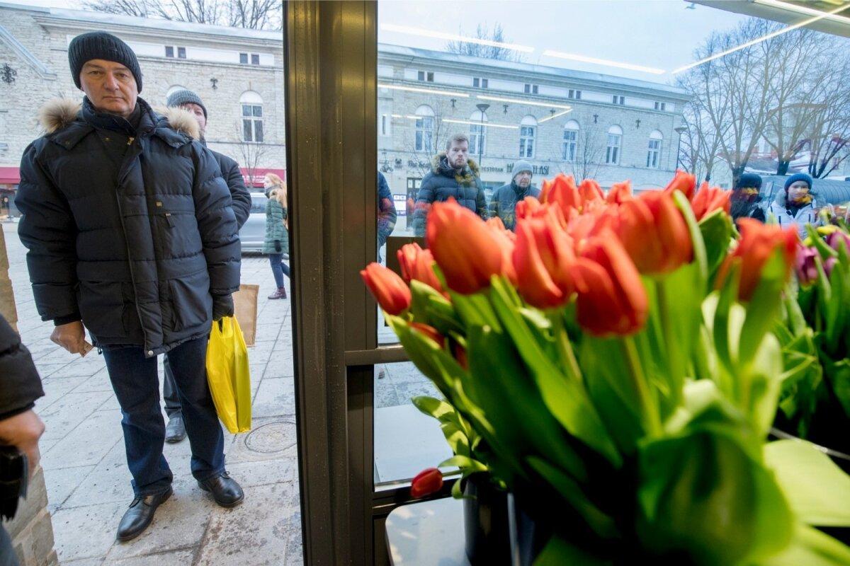 Viru tänava lillemüüjad, Naistepäev