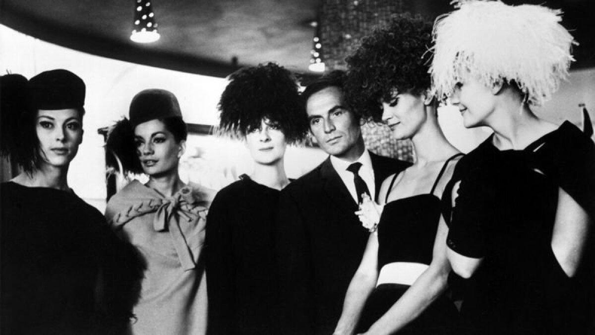 Карден с манекенщицами в 1962 году