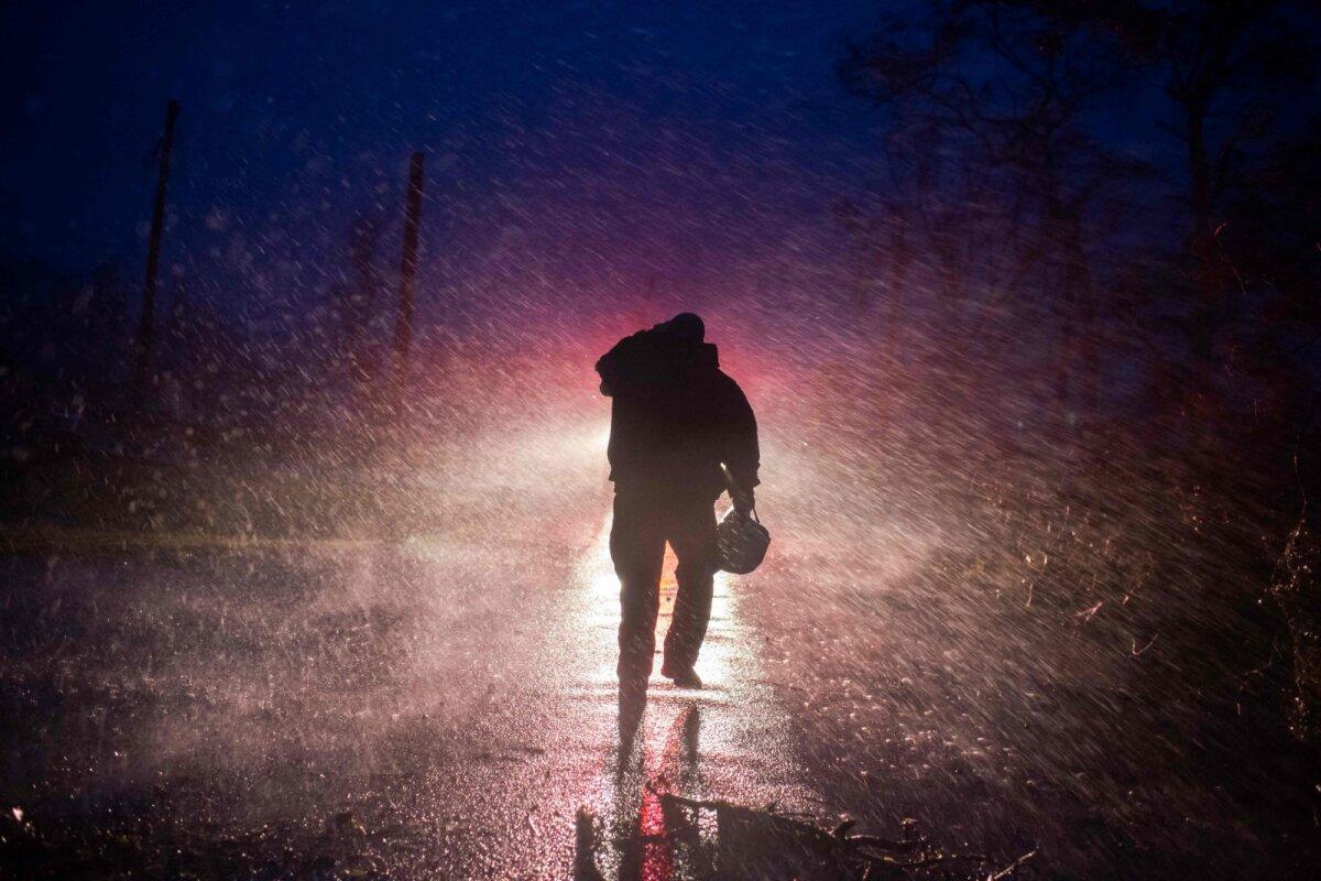 Louisiana päästeametnik öises tormis