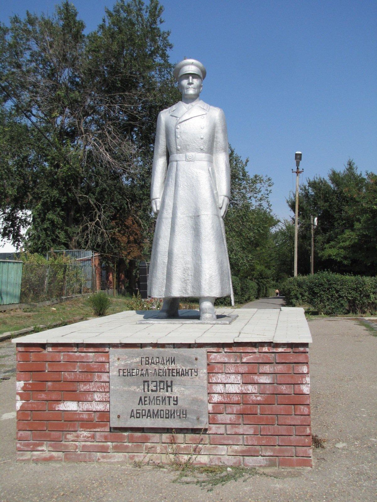 Lembit Pärna monument Kalmõkkias