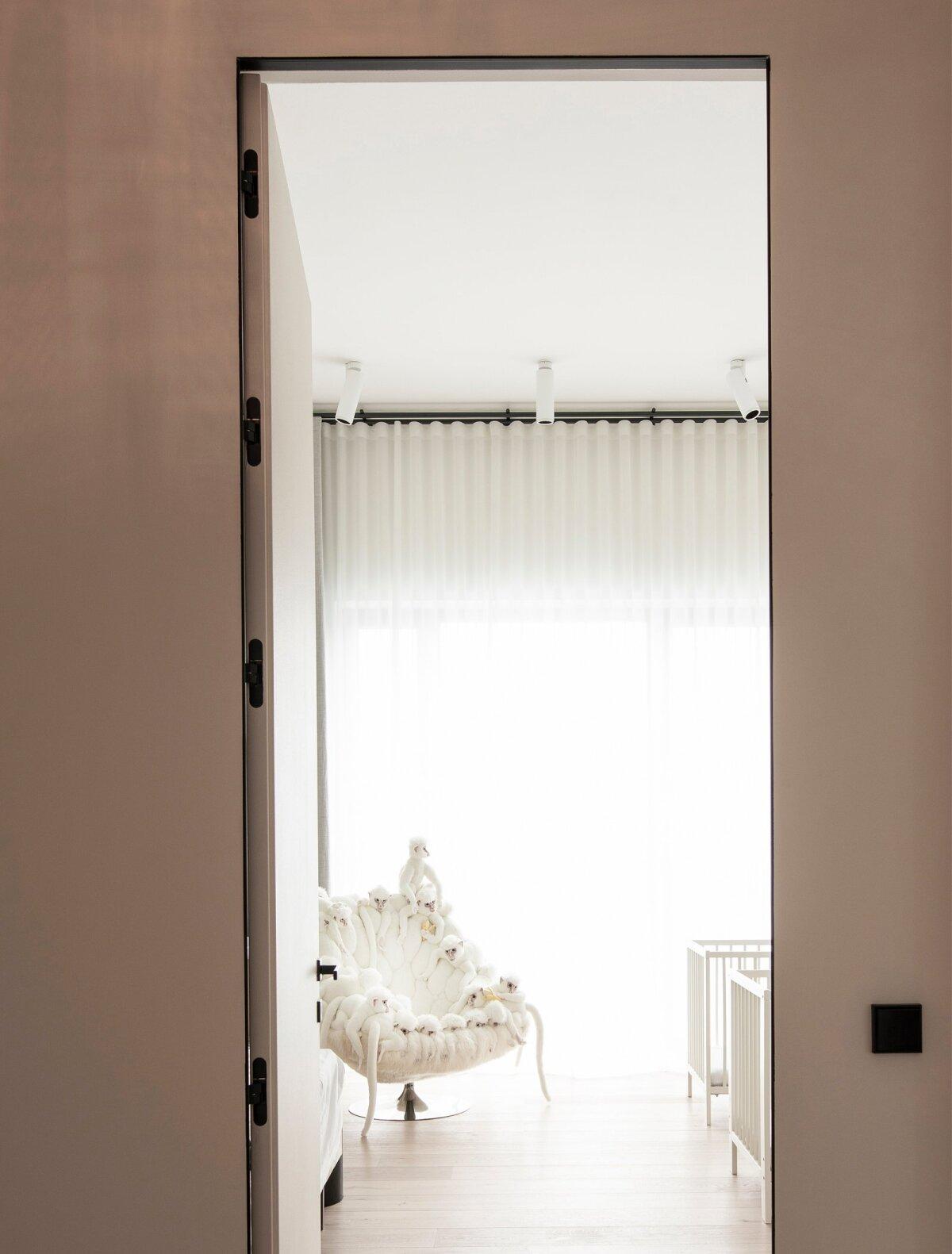 Valge ahvikestega tool - AP Collection.