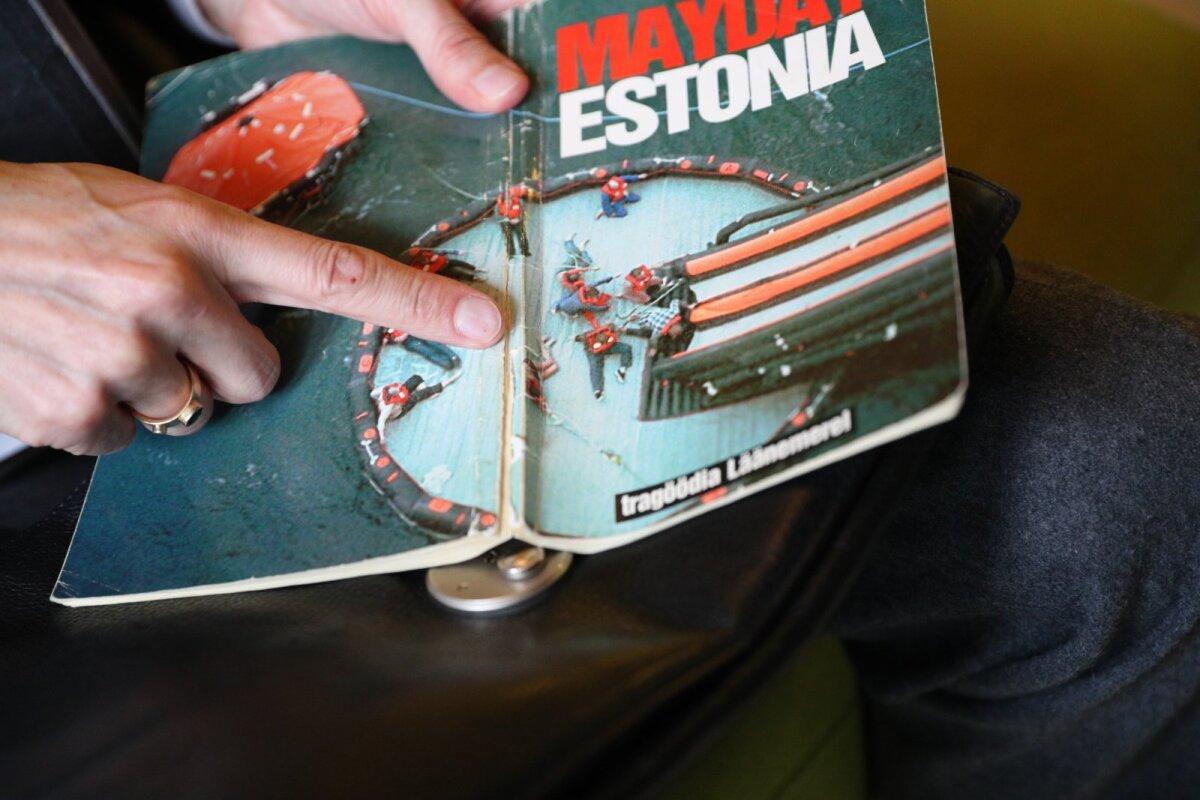 Estonia hukust rääkiva raamatu kaanel on pilt päästeoperatsioonist, kus on näha ka Laantee Reintamm, kes toona oli 26-aastane.