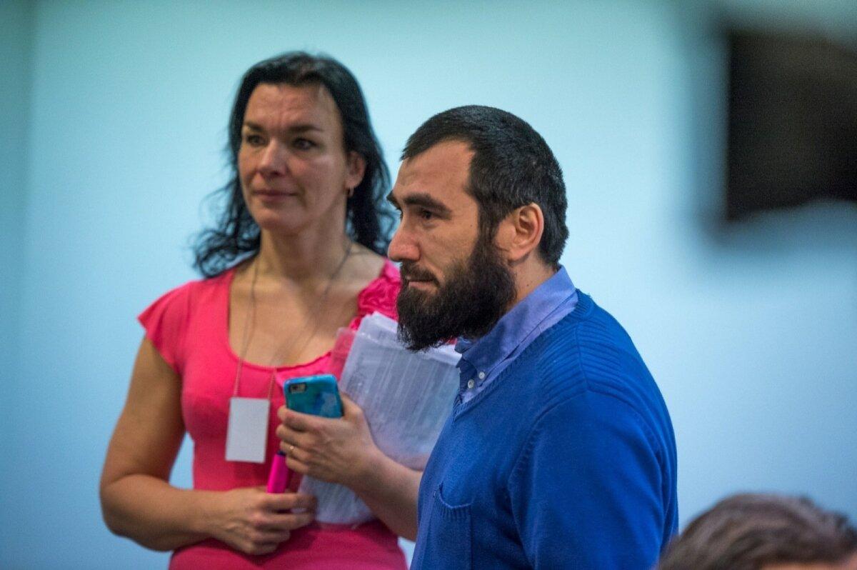 ALATI KOHAL: Khalilovi ja Manko protsessil alati kohal viibinud Adam Musiev istus vahel üksi, vahel imaam Ildar Muhamedšini kõrval.