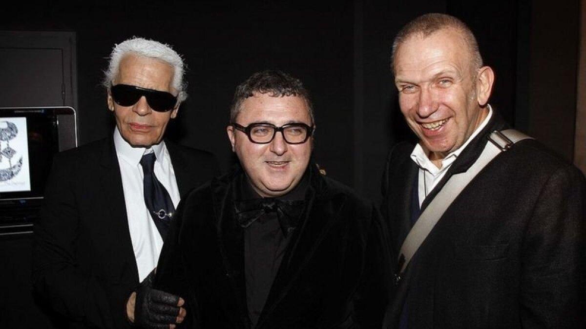 Вместе с дизайнерами Карлом Лагерфельдом и Жаном Полем Готье во время модного показа в Париже, февраль 2008 года.