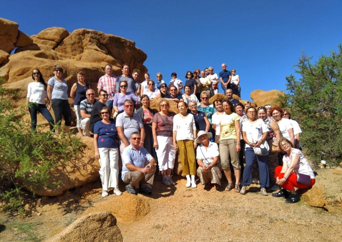 Maalehe Marokos käinud reisisellid kogunesid ühispildile Anti-Atlase mäestikus. Teine tänavune sõit viis Šotimaale ning selle reisi kohta leiab lugusid ja fotosid Maalehe veebist.