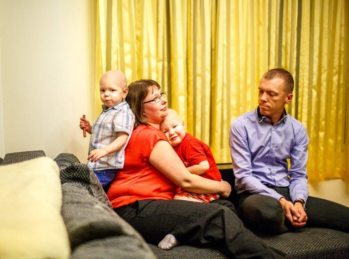 Jürjenite pere pidas jõule juba detsembri alguses, kui pere pärast pikka haiglasolekut jälle koju sai. Pildil Mihkel, Elina, Kaspar ja Lauri.