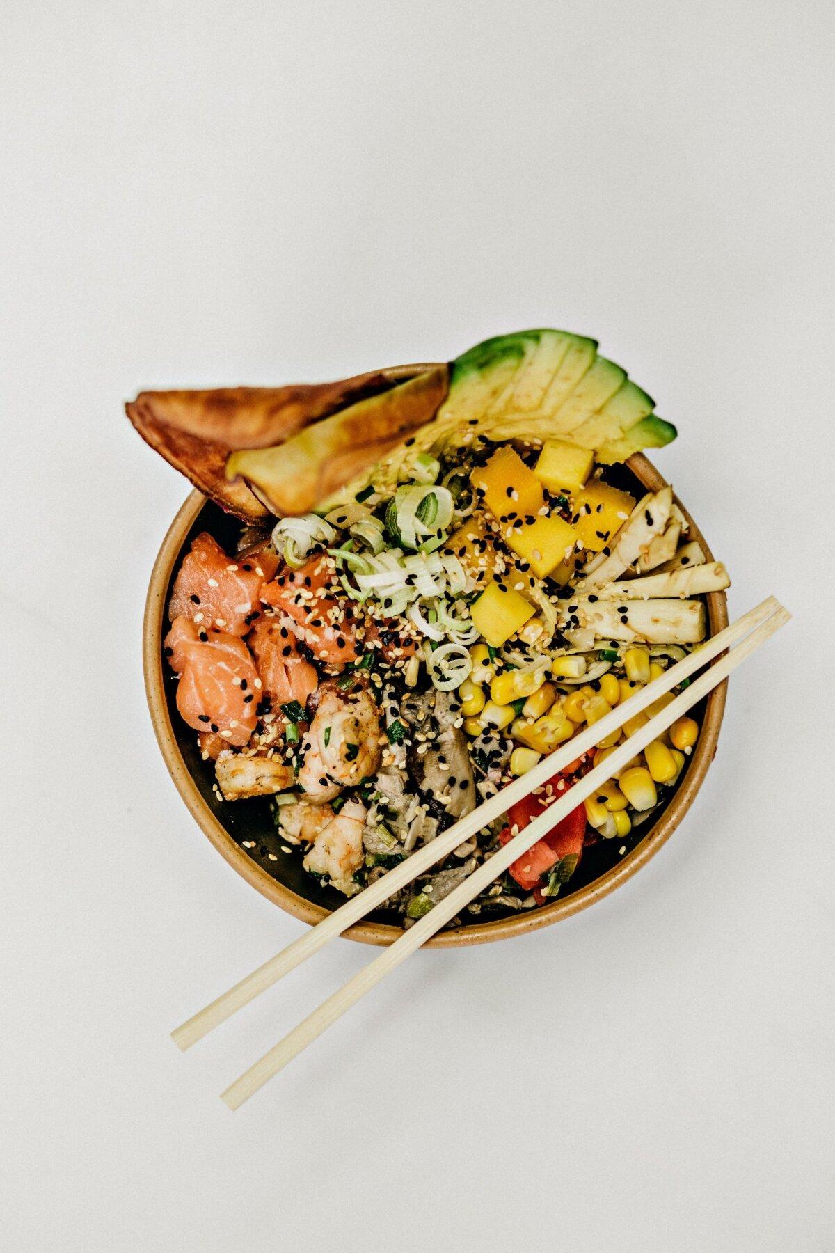 Poke tähendab havai keeles hakkima või viilutama. Toiduna tähendab poke aga hakitud või viilutatud toore kala salatit kohalike lisanditega.