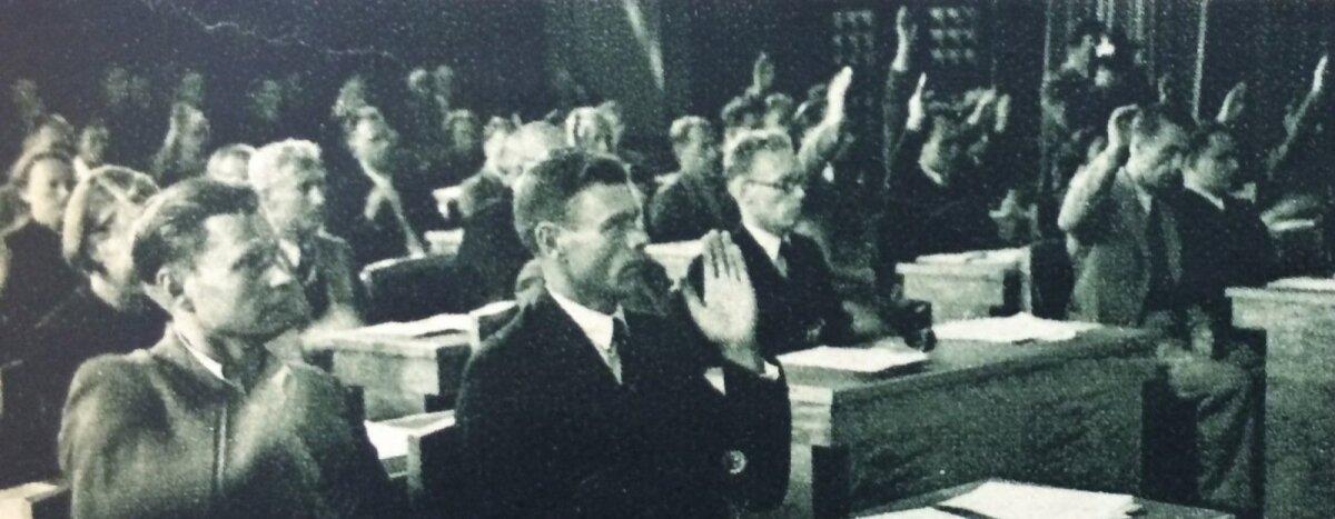 Rahvasaadikud hääletasid Eesti Nõukogude Liidu koosseisu astumise poolt.