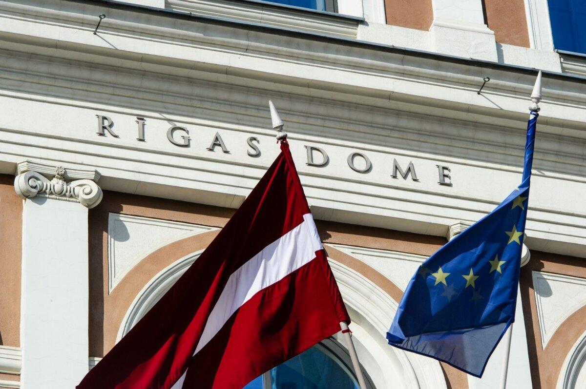 Läti ja Euro lipp