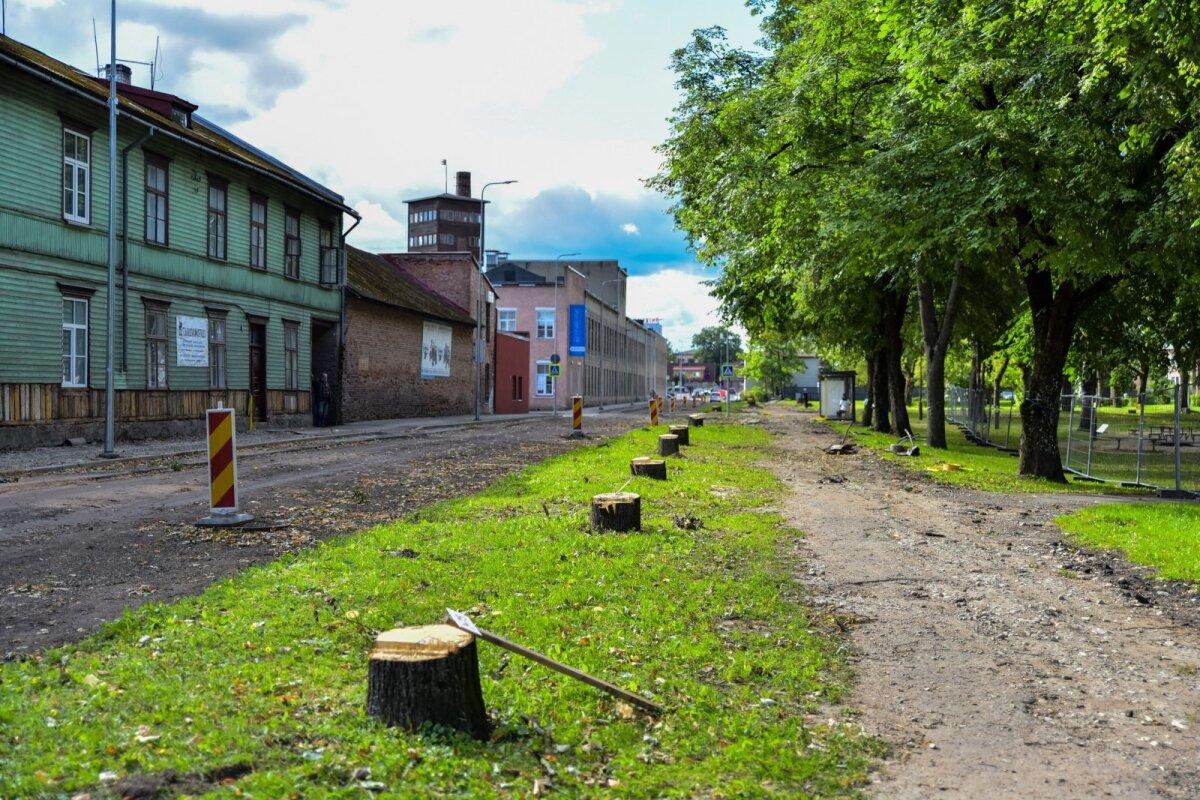 Uue tänava ääres pandi kändude peale hiljem ka leinaküünlaid.