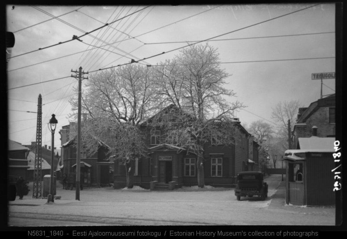 Vaade 1930. aastatel Pärnu maanteelt Õllepruuli tänava (otse) ja Suur-Ameerika tänava (vasakul) ristile. Täna müürivad selle vaate kinni nõukogudeaegsed kortermajad. Ajaloomuuseumi kogust.