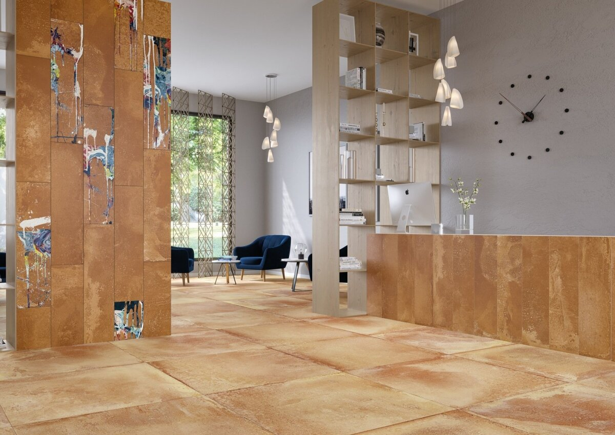 Brändi Apavisa kunstipärane kollektsioon Fire, kus roostemetalliplaadid tähistavad industriaalset keskkonda, mis on segatud dekoratiivsete õlivärvilaikudega.