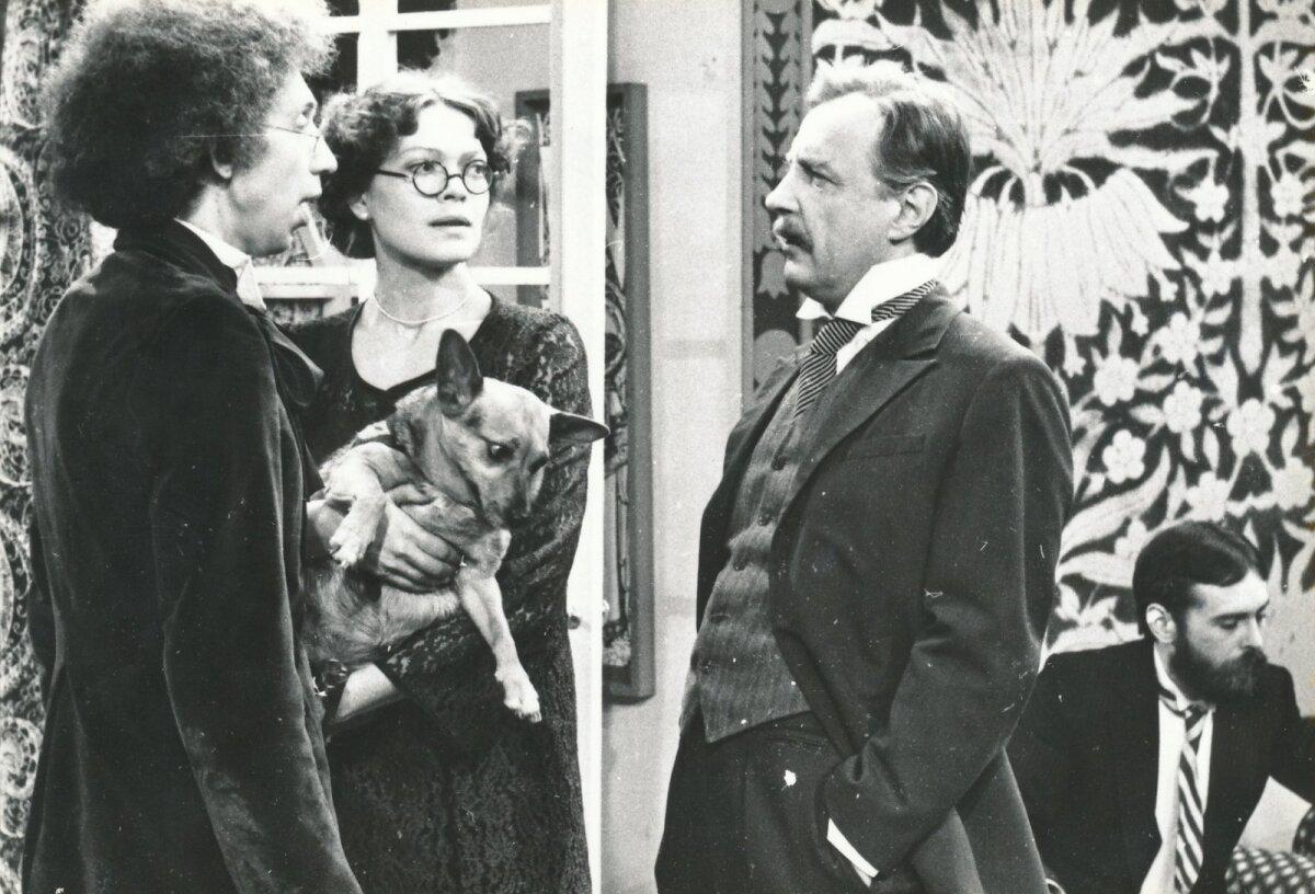 """""""Pisuhänd"""" valmis 1981. aastal. Fotol peaosalisi mänginud Urmas Kibuspuu (vasakult), Elle Kull, Aarne Üksküla, taamal Jüri Krjukov"""