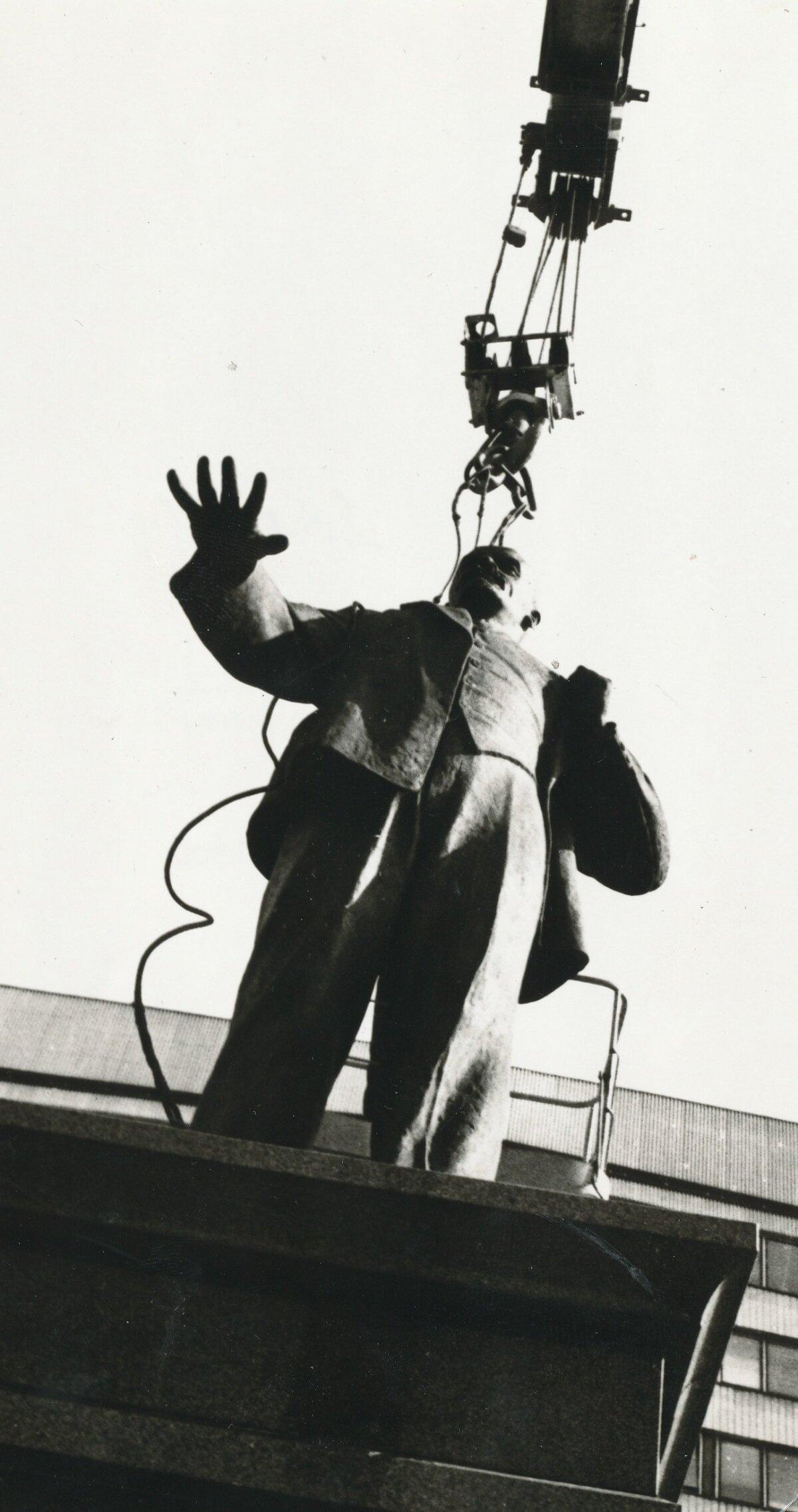 ЭСТОНСКАЯ ВЛАСТЬ 1 : 0: Статуя Владимира Ульянова с псевдонимом Ленин стояла перед нынешним зданием МИДа на бульваре Рявала в центре Таллинна. Фото: архив Мааleht