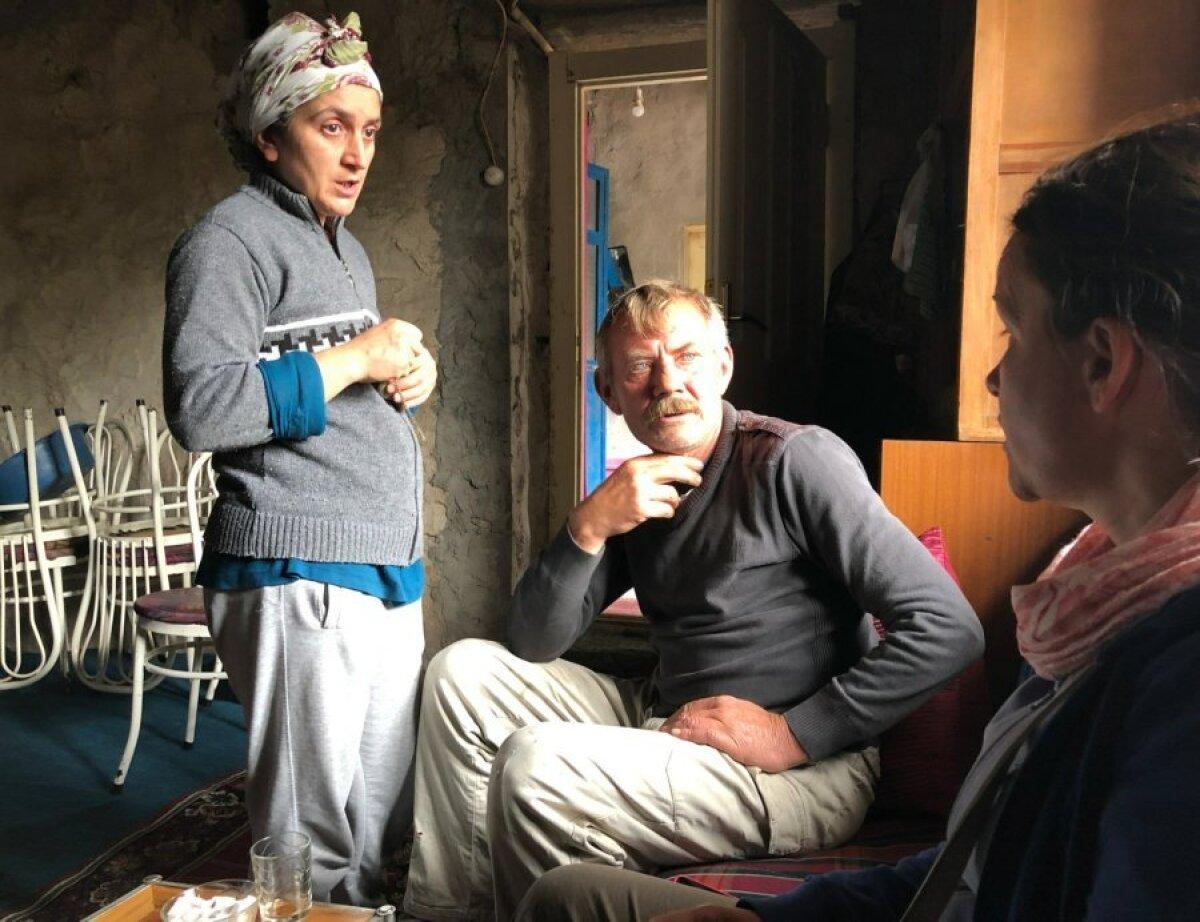 """Ядигар и Аугуст Албук познакомились после того, как оба попали в больницу по болезни. """"Я никогда не боялась выйти замуж за человека другой веры. Я ко всем хорошо отношусь"""", - говорит она. В семье справляют как христианские, так и турецкие праздники."""