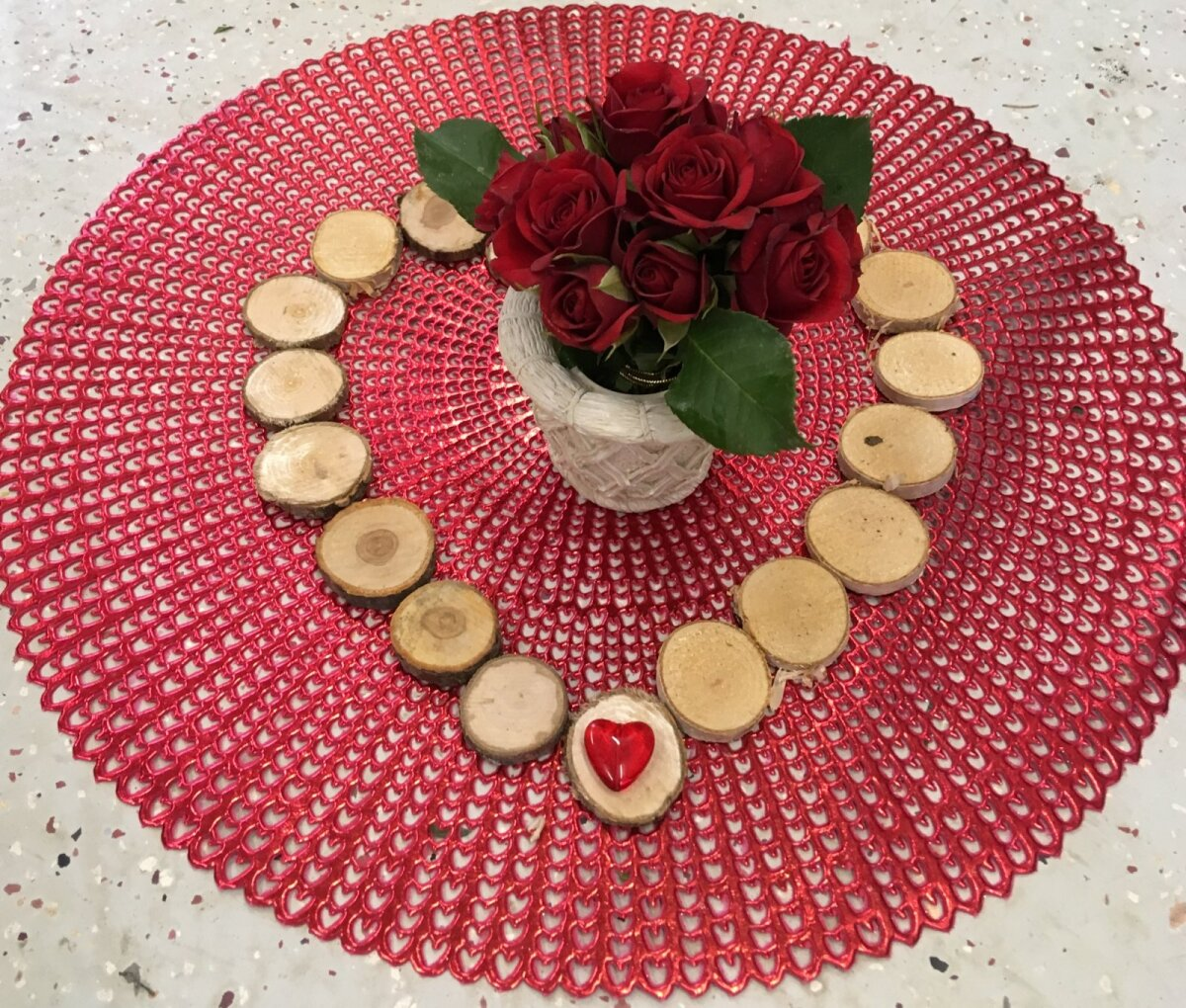 Lilli ei pea üksnes kinkima. Võib ka iseendale teha ilusa äraolemise, kaunistada kohvilaua ning mõelda oma kallite inimeste peale.