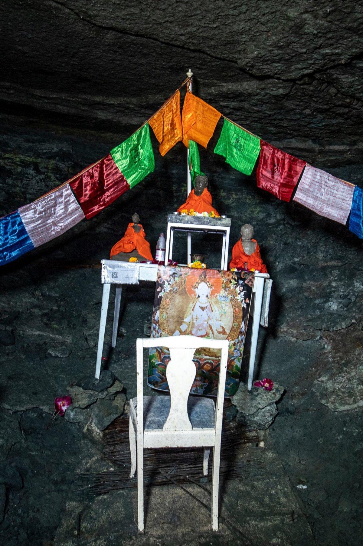 Budistlik altar maa all 8.09.2020