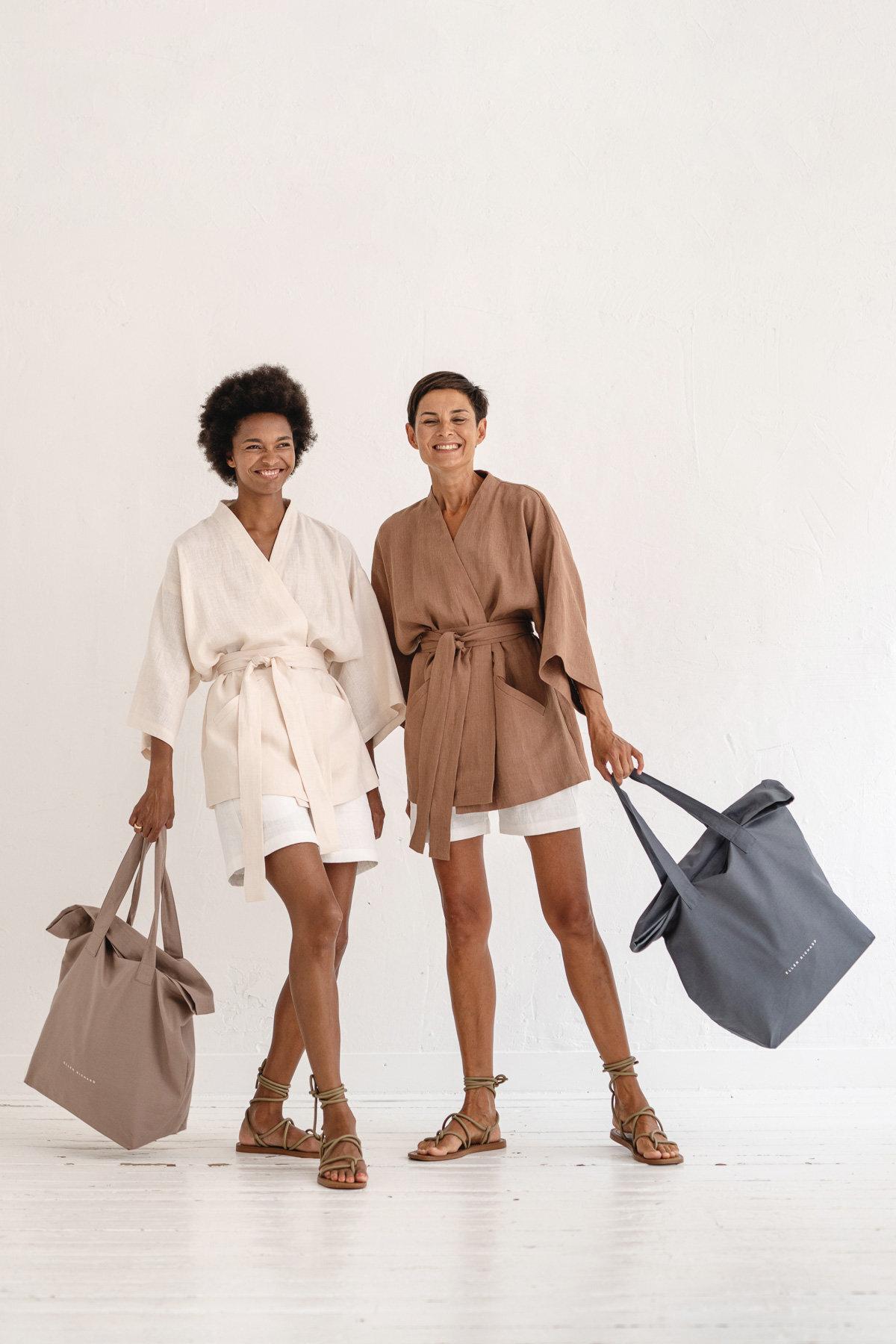 Linaseid kimonosid saab nii pükste kui seelikutega kanda