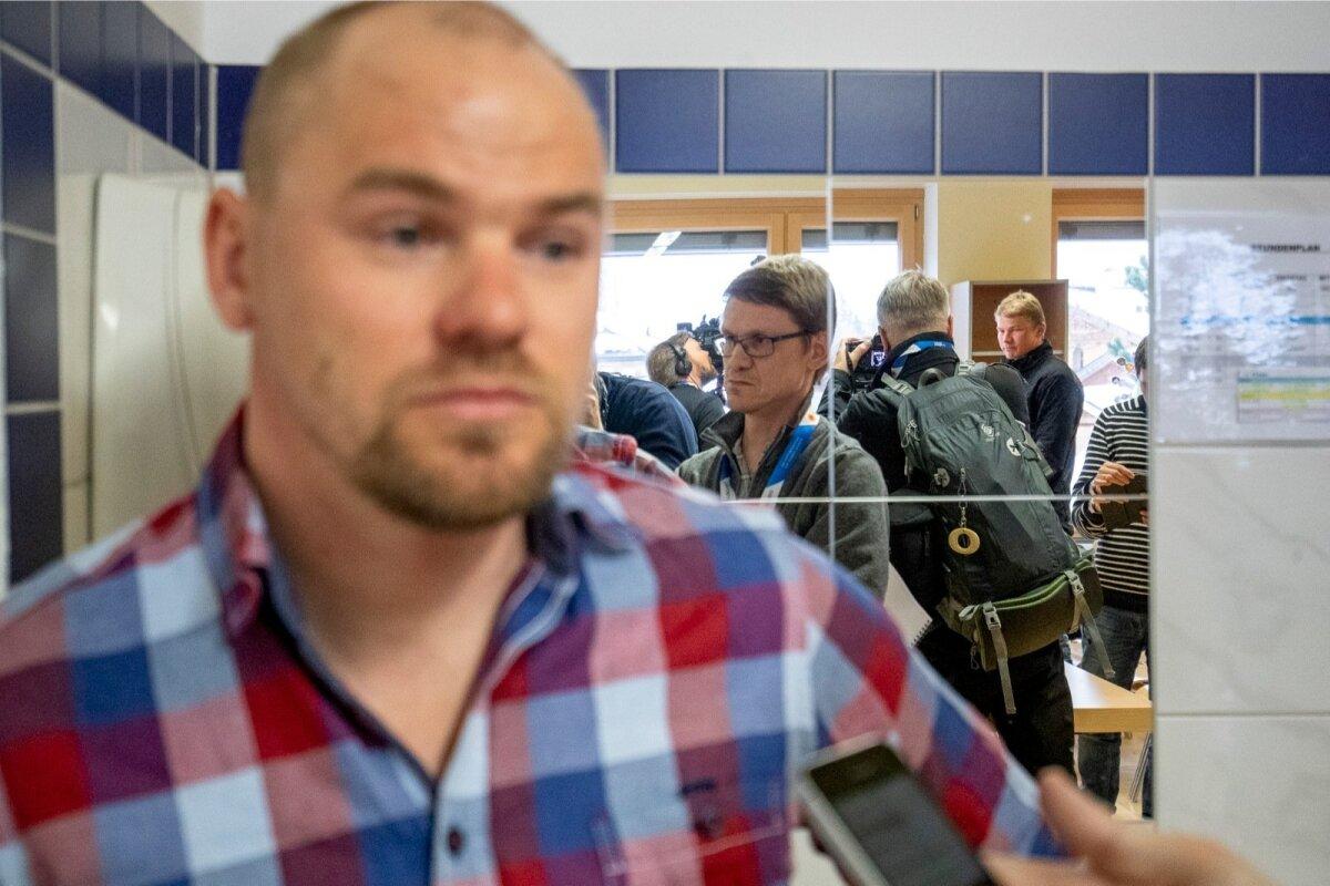 Anti Saarepuu jagab lisakommentaare Eesti meediale, Karel Tammjärv intervjuud Soome YLE-le.