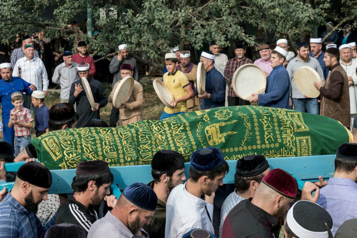 Похороны простой старушки в чеченском селе Майртуп