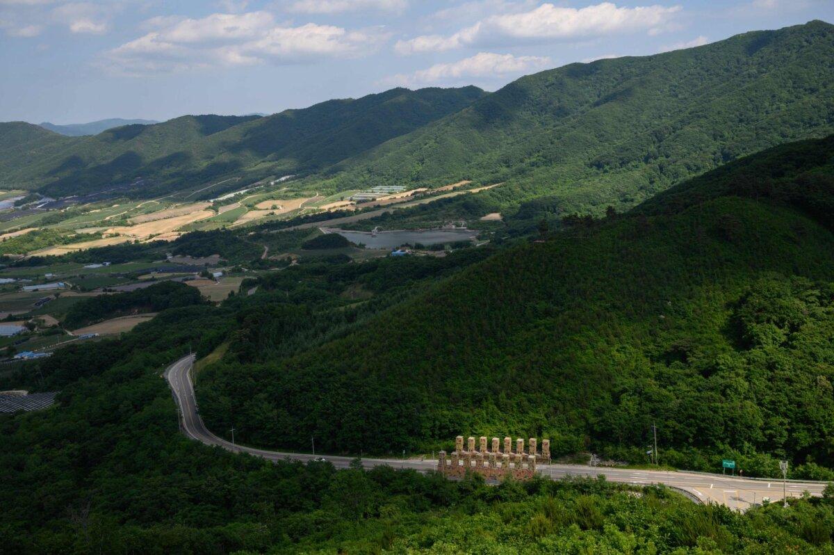 Korea sõja pärandit näeb tänagi. Pildil tankitõke Lõuna-Korea teel.