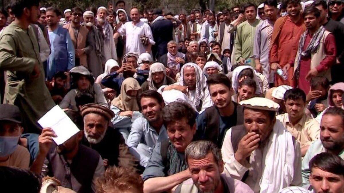 Очередь у банка в Кабуле