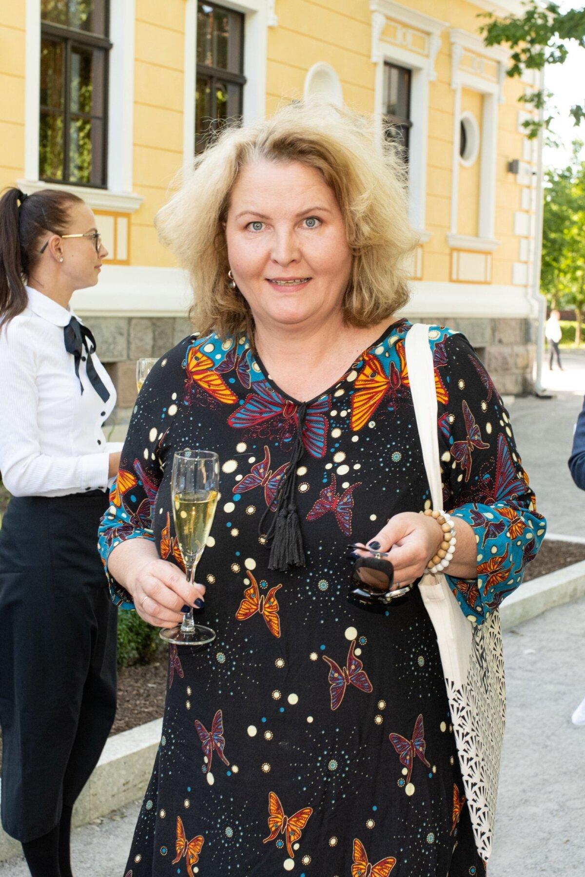 HEA NAABER Viljandi mõis Schloss Fellin asub jalutuskäigu kaugusel Ugala teatrist. Kultuurikantsi esindas esitlusel teatrijuht Garmen Tabor.