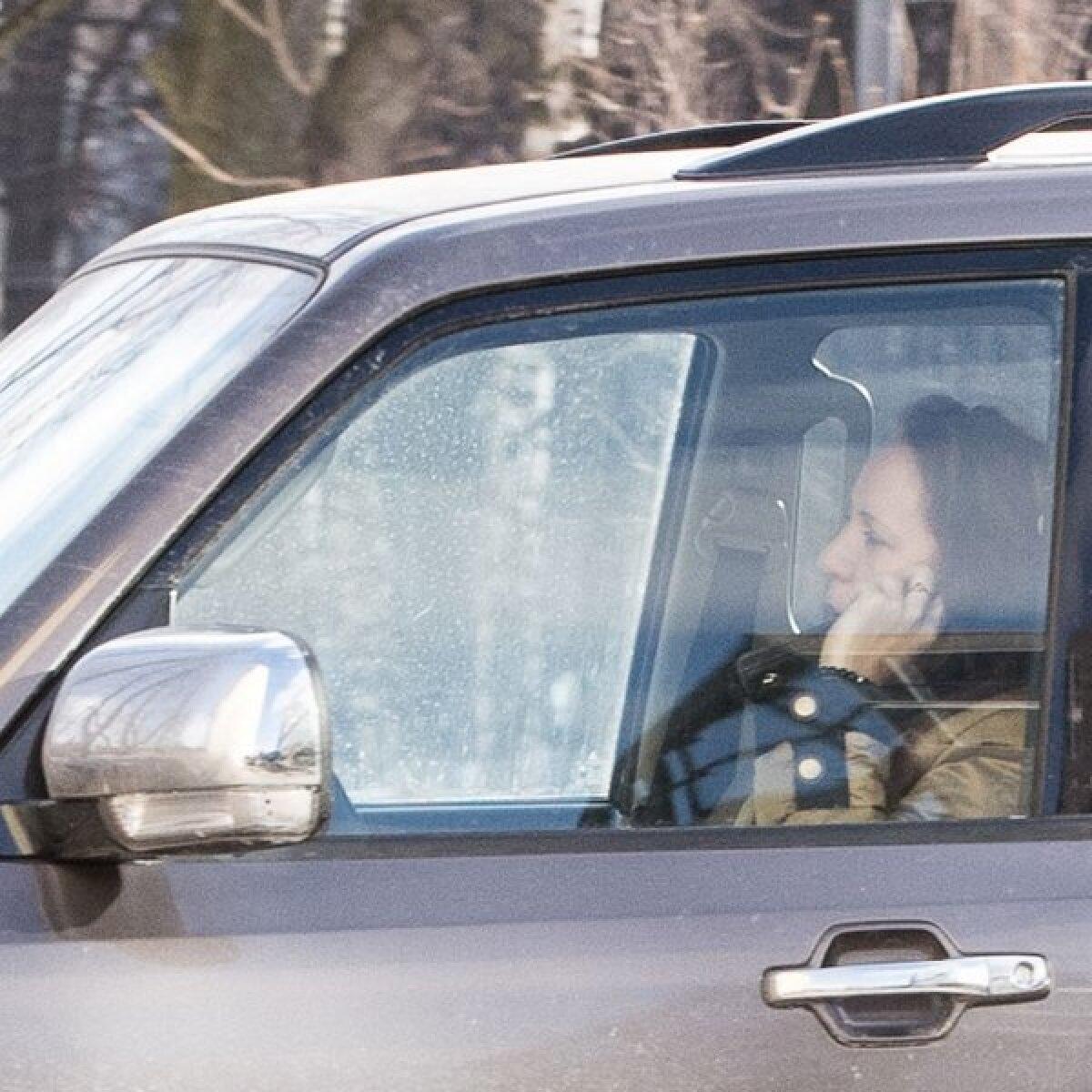 Eesti Päevaleht tabas eelmisel nädalal taas riigikogulasi, mobiiltelefon käes, autot juhtimas: Mailis Reps