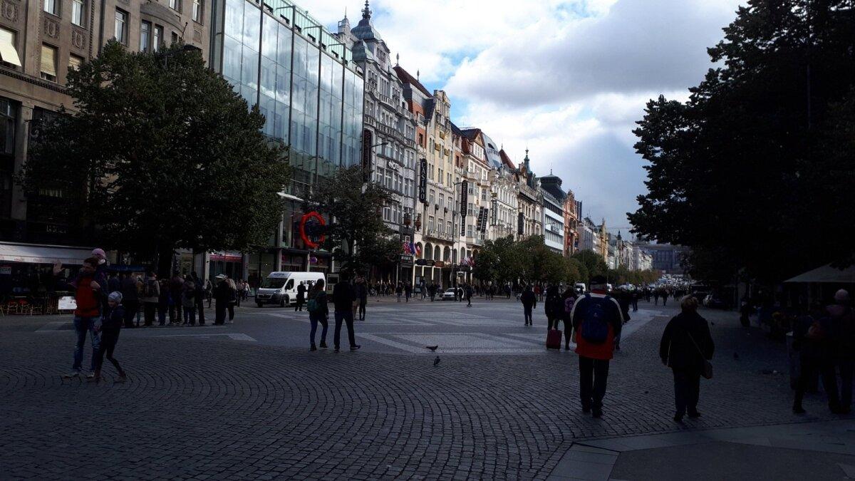 """PRAHA SÜGIS: Wenceslasi väljak, kus toimus """"Praha kevad"""". Praha on tegelikult kõige värvilisem sügisel."""