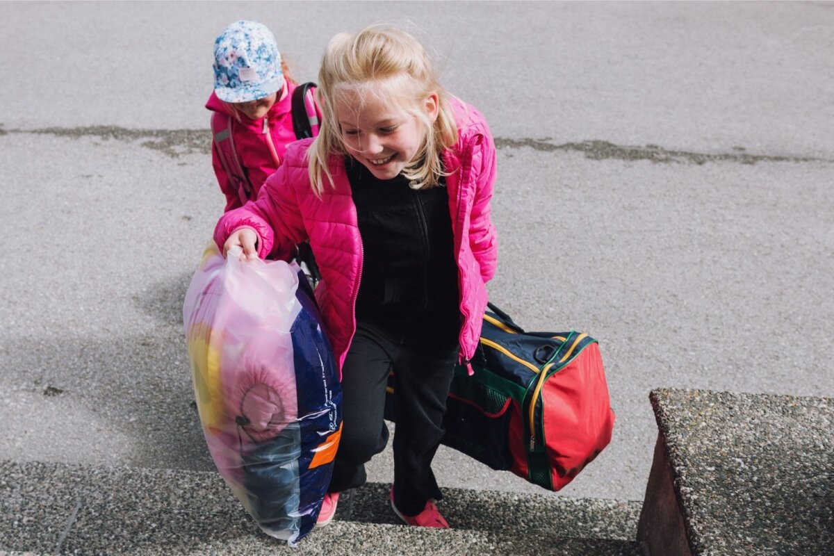 Maarja oma suurte kottidega