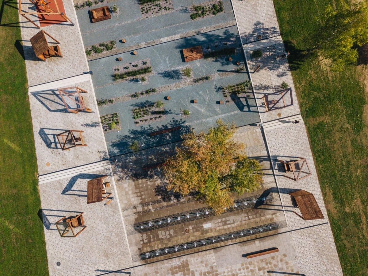 Põlva keskväljak, autorid Kaie Kuldkepp, Helen Rebane, Egon Metusala.