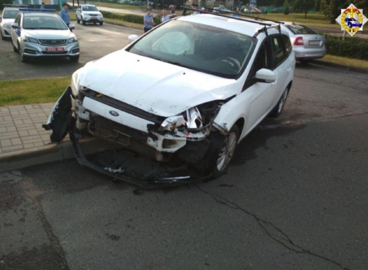 Valgevenes Venemaa saatkonda ramminud auto