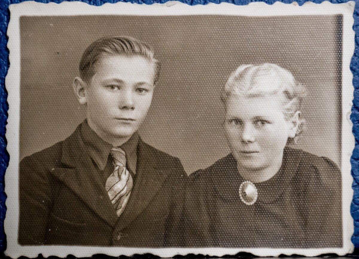 Raul Kuutma õega 1940. aastal