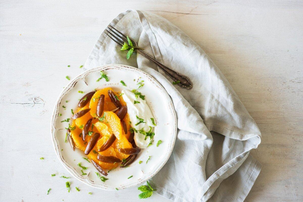 Apelsinisalat datlite ja piparmündiga