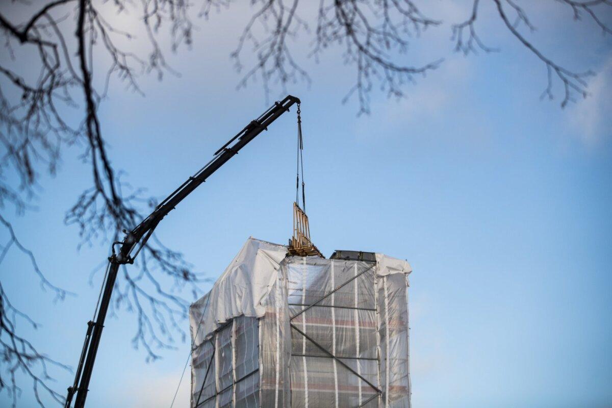 HARJUMUSPÄRANE VAATEPILT: Vabadussõja võidusamba remont 2019. aasta talvel.