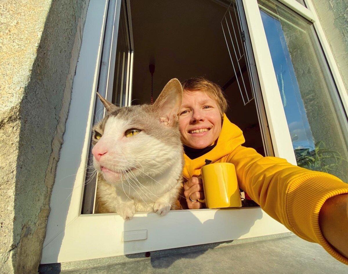 Eva Sepping oma kassi Hipsteriga