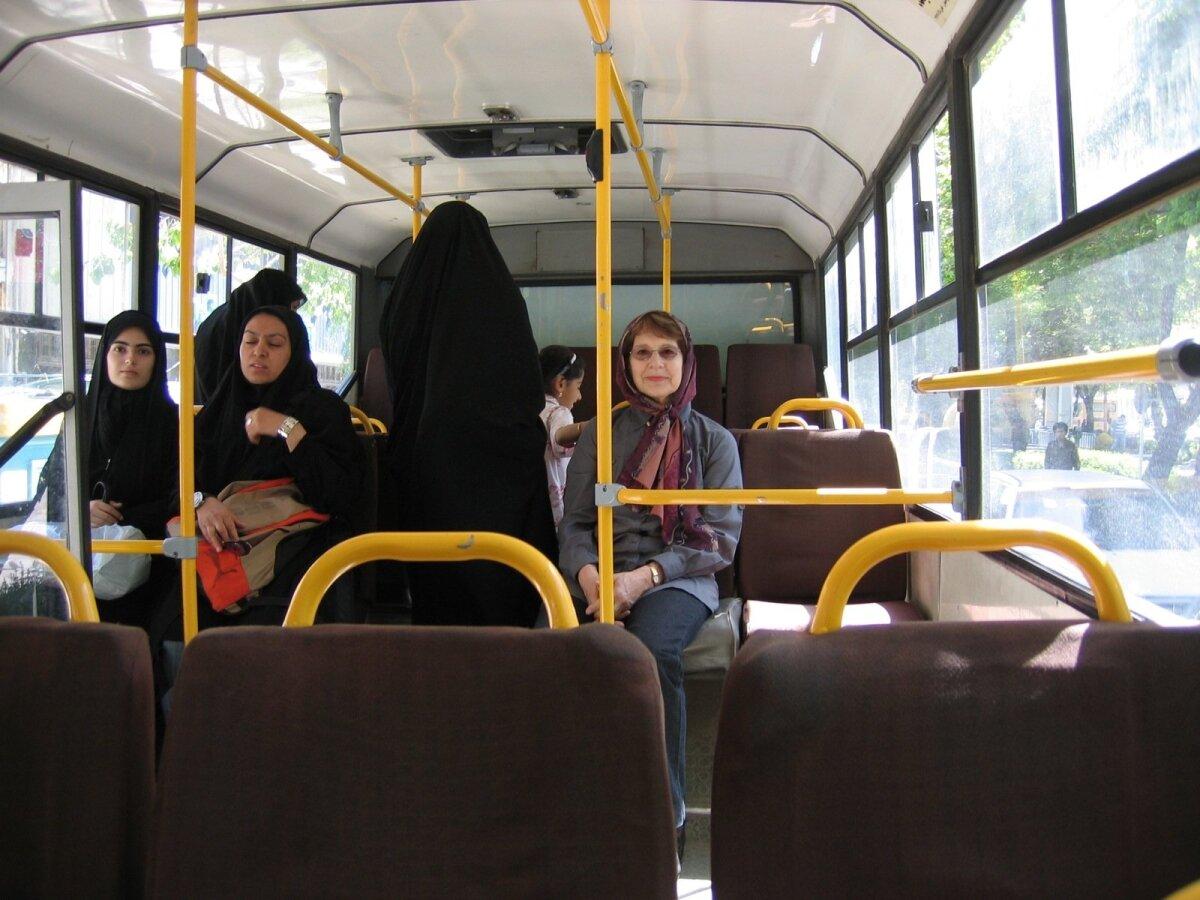 Tiiu Iraanis ühistranspordis: naiste jaoks oli tagumine bussiots, meeste jaoks esimene.