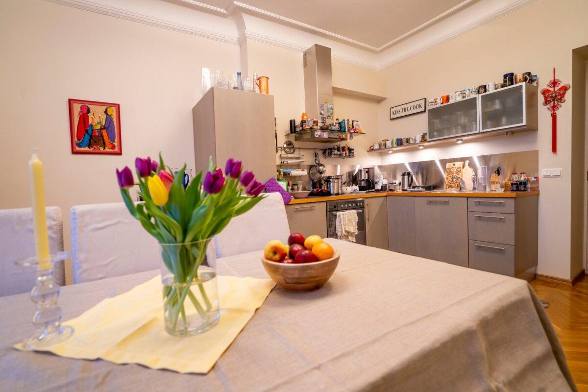 Сейчас кухня частично исполняет и роль домашнего офиса. Райн и Кейт надеются этим летом провести работы по обновлению кухни.