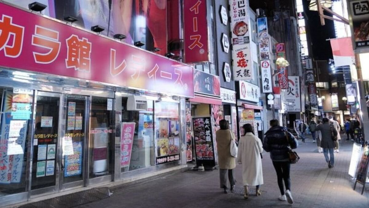 Третья волна вируса привела к тому, что улицы Японии снова опустели