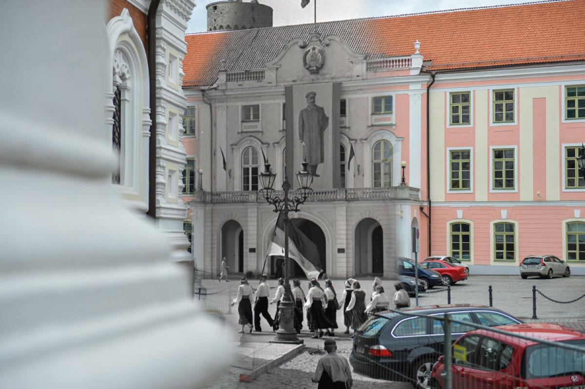 1947. aastal liikus XII laulupeo rongkäik läbi Toompea lossi eest, kust neid jälgis Stalini valvas pilk (üleelusuuruses plakatilt).  Kuna foto on mustvalge, jääb arusaamatuks, mis trikoloori rongkäigulised kannavad. Värvide järjestus välistab sinimustvalge, küll aga sobiks näiteks must-punane-kollane. Niisugune oli Saksa DV esimene lipp, ent aastal 1947 polnud veel seda riikigi olemas.  Ja kes suudab dešifreerida lipul oleva tähekombinatsiooni?