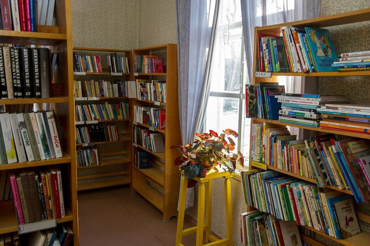VIIMANE KOHT: Võidula raamatukogu on veel viimane koht, kus kohalikud trehvavad.